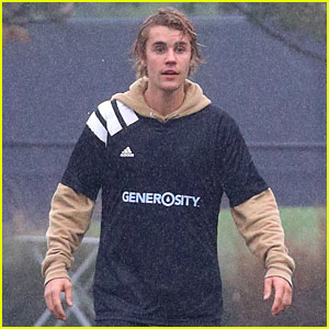 Justin Bieber Shows Off His Soccer Skills in the Rain!