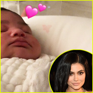 Kylie Jenner Gushes Over Stormi's Cheeks In Cute New Pics!