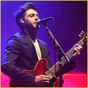 Niall Horan Performs One Direction's 'Drag Me Down' at London Concert