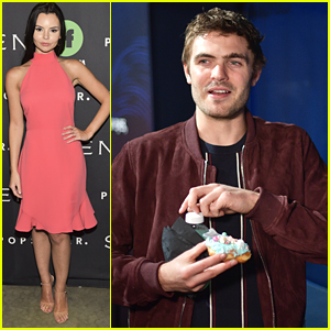 Alex Roe, Eline Powell & 'Siren' Cast Check Out The Mermaid Museum!