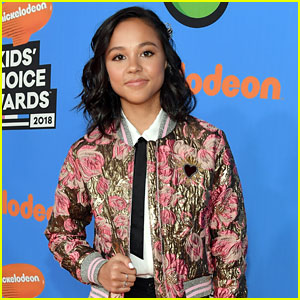 Breanna Yde Covers Dear Evan Hansen's 'Waving Through a Window' (Video)