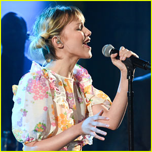 Grace VanderWaal Performs 'Clearly' on 'The Late Show with Stephen Colbert' - Watch Now!