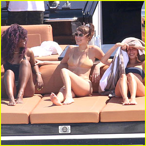 Hailey Baldwin, Bella Hadid & Justine Skye Spend The Day On The Water
