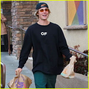 Justin Bieber Picks Up Lunch from Taco Bell!