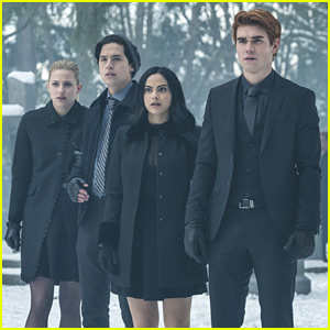 Betty, Jughead, Archie & Veronica Debate The True Identity of Black Hood on 'Riverdale'