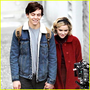 Ross Lynch Kiernan Shipka Hold Hands While Filming Chilling Adventures Of Sabrina Chilling Adventures Of Sabrina Kiernan Shipka Ross Lynch Just Jared Jr