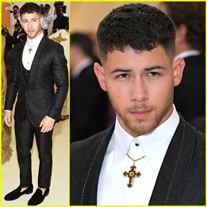 Nick Jonas Looks So Handsome at Met Gala 2018!