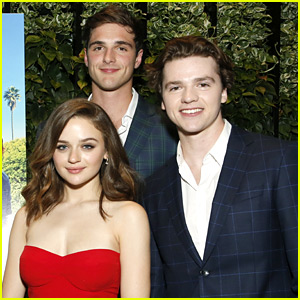 Joey King, Jacob Elordi & Joel Courtney Reunite For 'Kissing Booth' Dinner