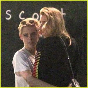 Kristen Stewart & GF Stella Maxwell Share a Kiss While Out to Dinner!