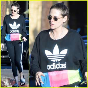 Kristen Stewart Gets Her Nails Done in Los Angeles