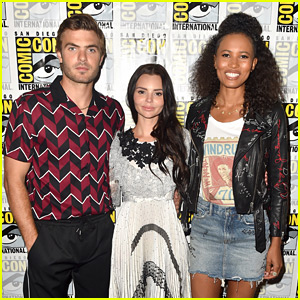 Alex Roe Joins 'Siren' Stars at Comic-Con!