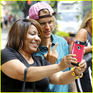 Justin Bieber Snaps a Fan Selfie While Leaving His NYC Hotel