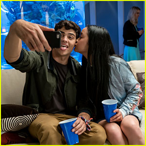 'To All the Boys I've Loved Before' Director Reveals Story Behind Lara Jean's Lock Screen