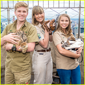 Bindi Irwin & Family Visit Empire State Building To Promote New Animal Planet Series