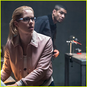 Felicity Finds Her Own Way To Take Down Diaz on 'Arrow' Tonight