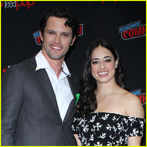 Jeanine Mason & Nathan Parsons Bring 'Roswell, New Mexico' To New York Comic-Con