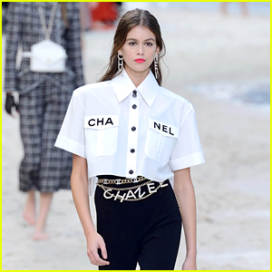 Kaia Gerber Stuns on the Runway at the Chanel Show in Paris!