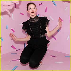 Mackenzie Foy Gets Caught in a Sprinkle Storm at 'Nutcracker & the Four Realms' Pop-Up!