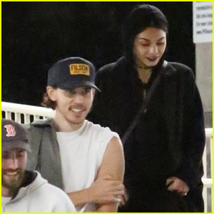 Vanessa Hudgens & Austin Butler Couple Up For 'Halloween' Showing