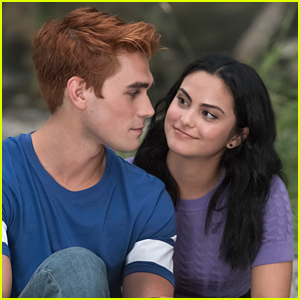 'Riverdale' Showrunner Teases Veronica & Archie Are Still Crazy About Each Other in Season 3