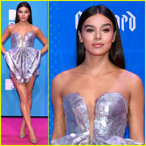 Host Hailee Steinfeld Arrives at the MTV EMAs 2018