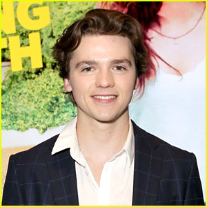 Joel Courtney Teams Up With DoSomething To Spread The Word on The Truth of E-Cigs