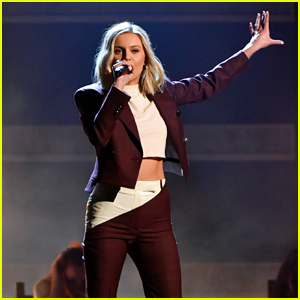Kelsea Ballerini Performs 'Miss Me More' at CMA Awards 2018 - Watch!