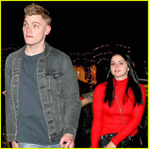 Ariel Winter & 'Modern Family' Kids Have Schoolroom Christmas Party Every Year