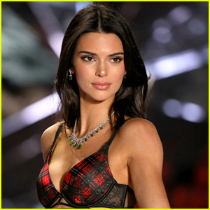 Kendall Jenner Jokes About Being Left Out of the Kardashian Christmas Card!