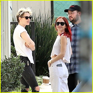 Kristen Stewart & Rumored New GF Sara Dinkin Grab a Juice Drink Together!