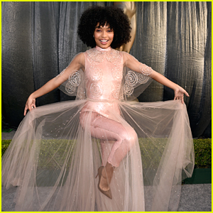 Yara Shahidi Shines in Peachy Gold at SAG Awards 2019