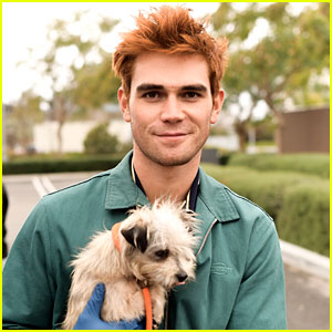 KJ Apa Volunteers at ASPCA with Bumble Contest Winner!