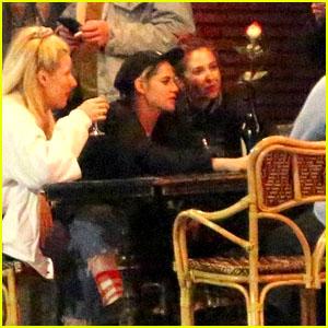 Kristen Stewart & Rumored New GF Sara Dinkin Enjoy Dinner Out With Their Friends!