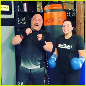 Demi Lovato Accidentally Punched Out Her Trainer's Tooth!