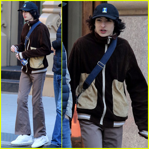 Finn Wolfhard Hangs With His Family in NYC!
