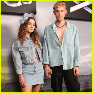 Billie Lourd & Tommy Dorfman Have a Blast at Coachella 2019!