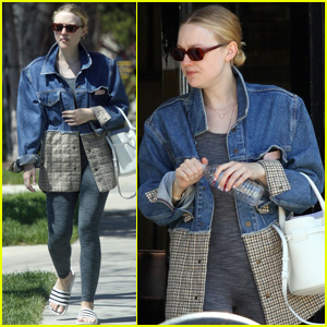 Dakota Fanning Checks Out a New House With Her Mom