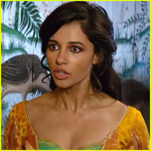Princess Jasmine Gets Charmed By Aladdin In New Tv Spot For Aladdin Live Action Movie Aladdin Mena Massoud Movies Naomi Scott Just Jared Jr