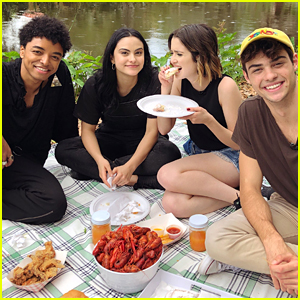 Noah Centineo & Laura Marano Can't Stop Gushing Over 'Perfect Date' Co-Star Camila Mendes