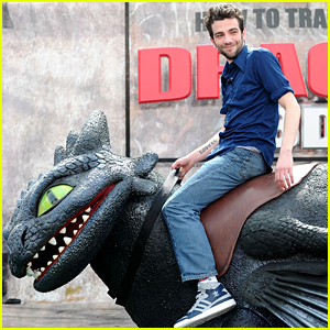 Jay Baruchel Reveals How He Changed His 'How to Train Your Dragon' Character!