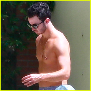 Kevin Jonas Goes Shirtless For The Pool in France
