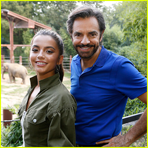 Isabela Moner Visits Smithsonian Zoo For 'Dora' Screening!