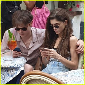 Natalia Dyer & Charlie Heaton Enjoy Lunch in Italy