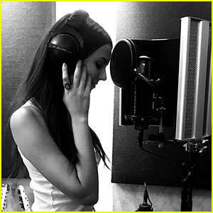 Victoria Justice is Seemingly Working on New Music!