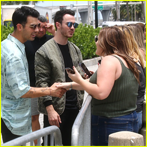 Nick, Kevin & Joe Jonas Meet Some Waiting Fans Outside Concert Venue For 'Happiness Begins' Tour