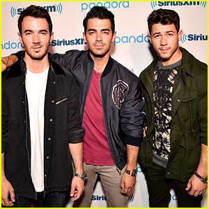 Nick, Joe, & Kevin Jonas Are Still Performing - Even On Their Night Off!