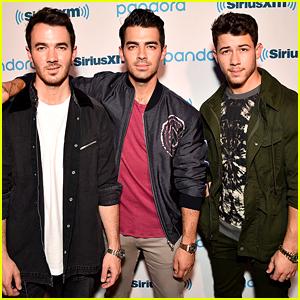 Nick, Joe, & Kevin Jonas Are Still Performing - Even On Their Night Off!
