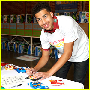 Marcus Scribner Helps Feed Families In Need at Back To School Event