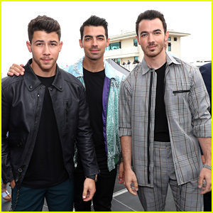 Joe Jonas Celebrates 30th Birthday With Sophie Turner & Brothers on Plane After Concert