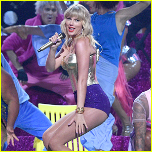 Taylor Swift Recreates 'You Need to Calm Down' Video Live at VMAs 2019!